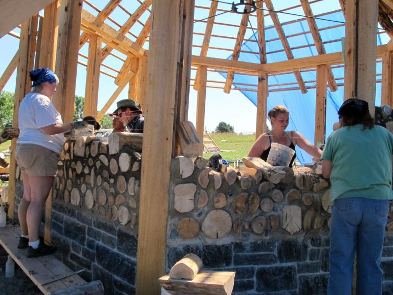 Workshop participants learn how to lay up a cordwood wall using a best practices approach.